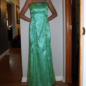 Cute Prom Dress! 👗